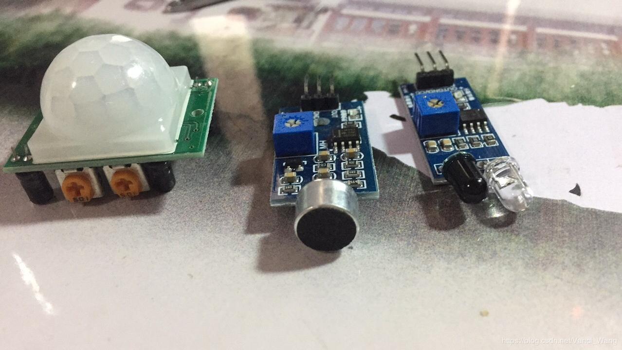 图1. 人体红外感应传感器、声音传感器、红外避障传感器(从左至右)